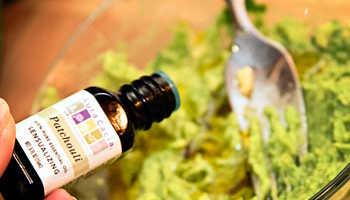 Эфирное масло пачули кожи