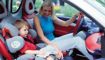 Можно ли садить ребенка на переднее сиденье